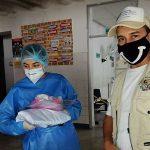 Vicariato entrega kits de seguridad a trabajadores del hospital